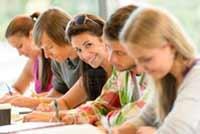 Jovens estudantes à procura de emprego