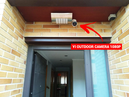Câmara YI Outdoor Camera 1080p instalada